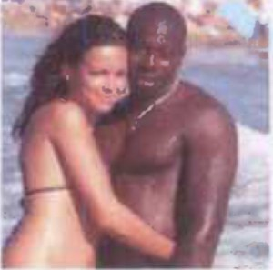 248CDFFE00000578-2903950-Radicalised_Hayat_Boumeddiene_left_pictured_with_her_husband_Ame-m-30_1420886180948